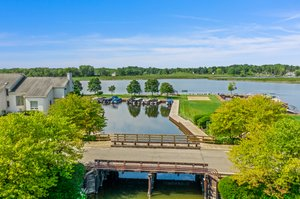 1046 Forest Bay Dr, Waterford Twp, MI 48328, USA Photo 14