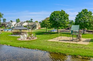 1046 Forest Bay Dr, Waterford Twp, MI 48328, USA Photo 10