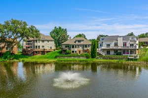 1046 Forest Bay Dr, Waterford Twp, MI 48328, USA Photo 17