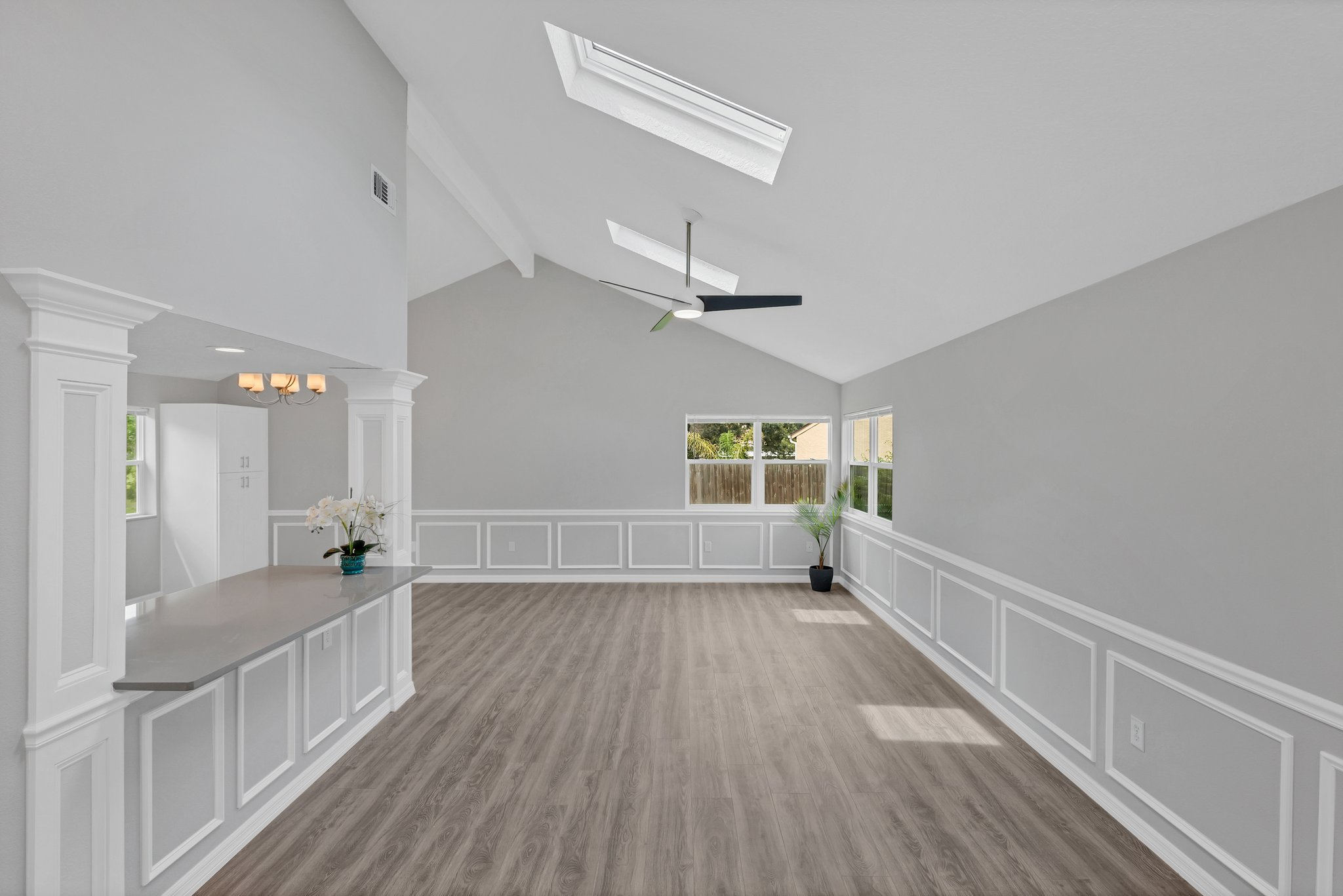 SKYLIGHTS cast a picture-perfect natural light.