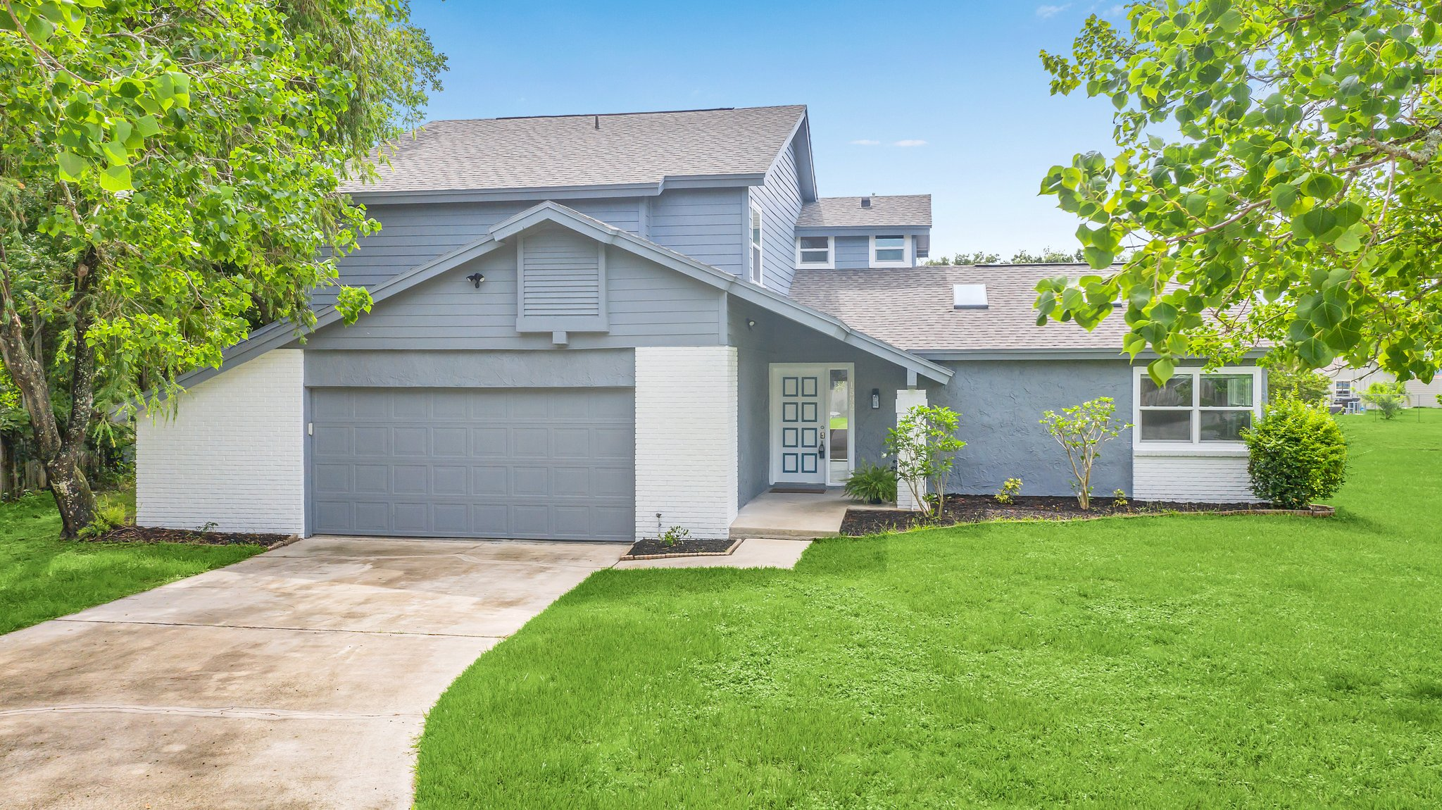 This one is MOVE-IN READY with QUICK CLOSE OPPTY!