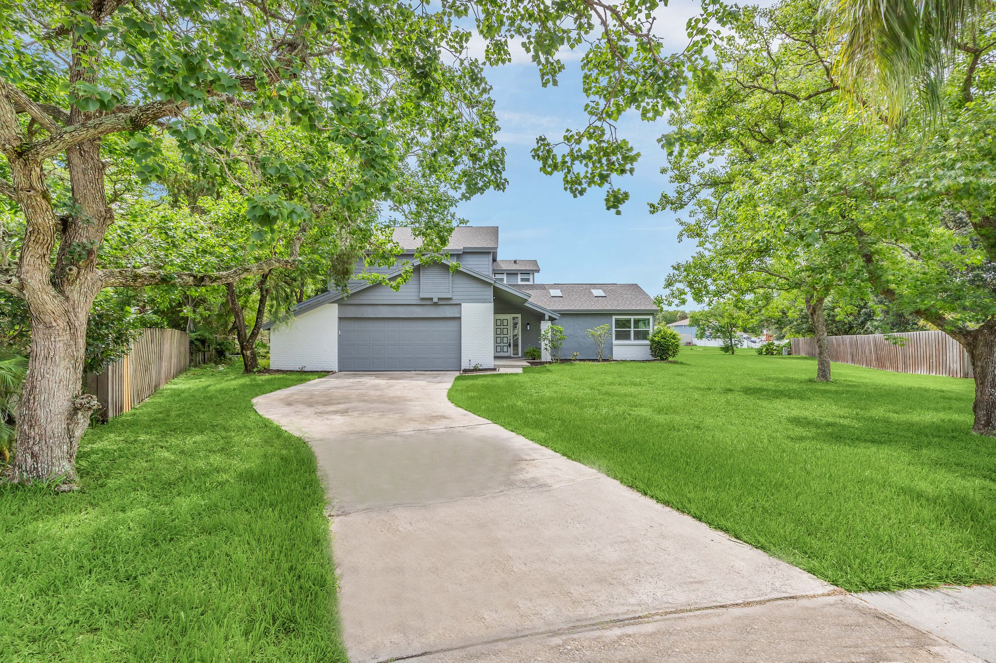 Welcome home to your grand driveway tucked away!