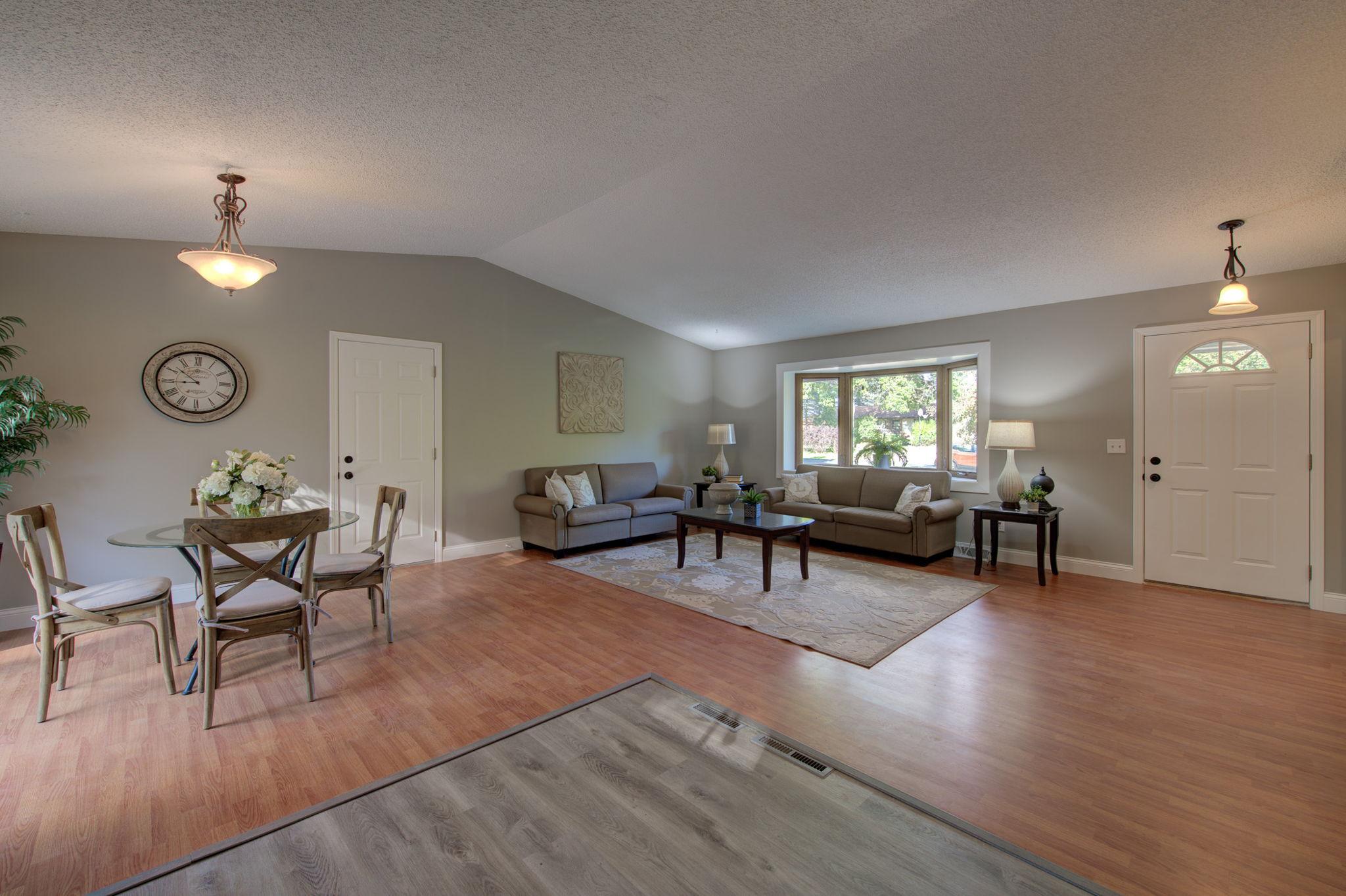 Living Room/Dining Room 2