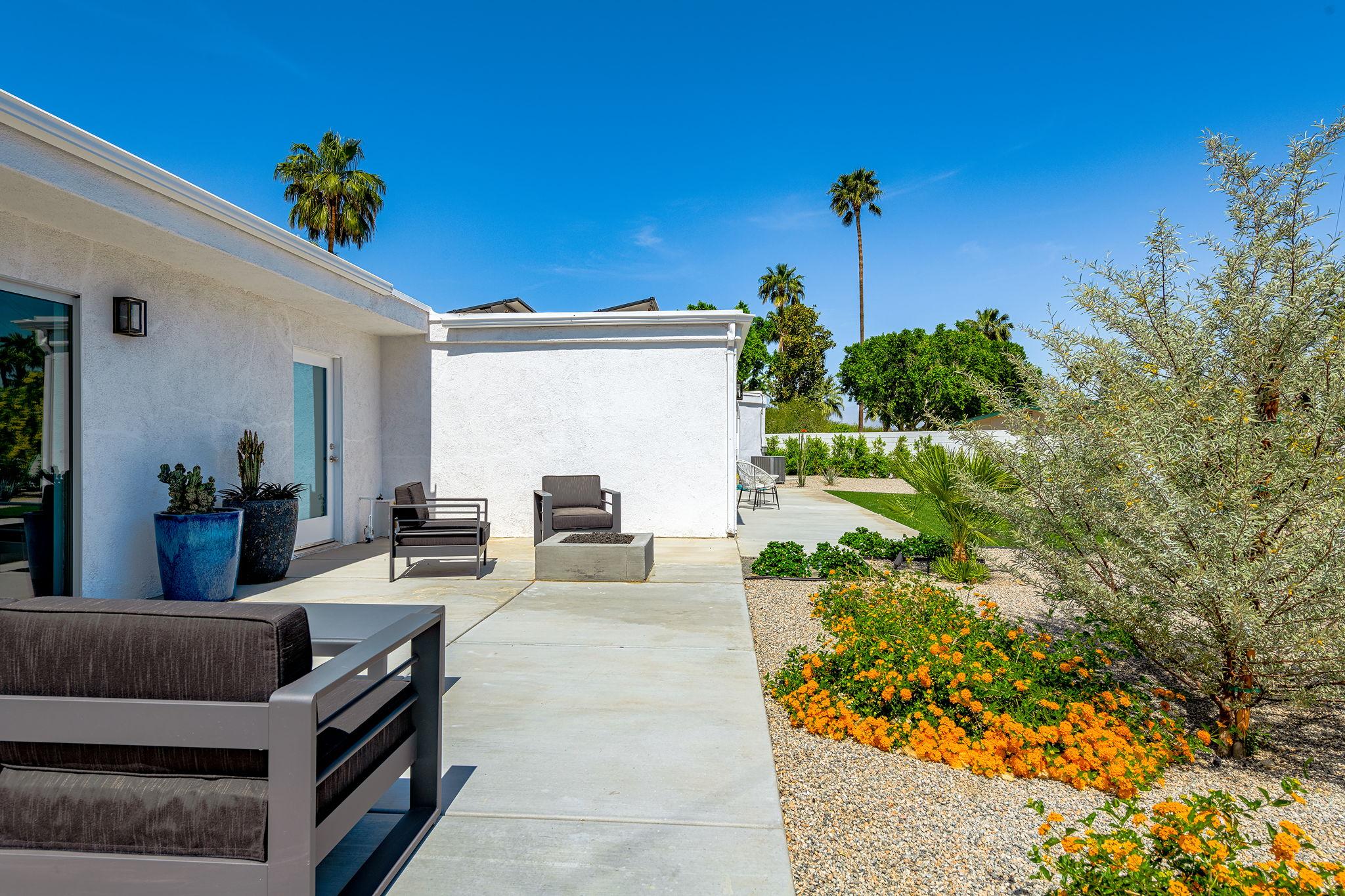 2086 S Barona Rd, Palm Springs, CA 92264, US Photo 27