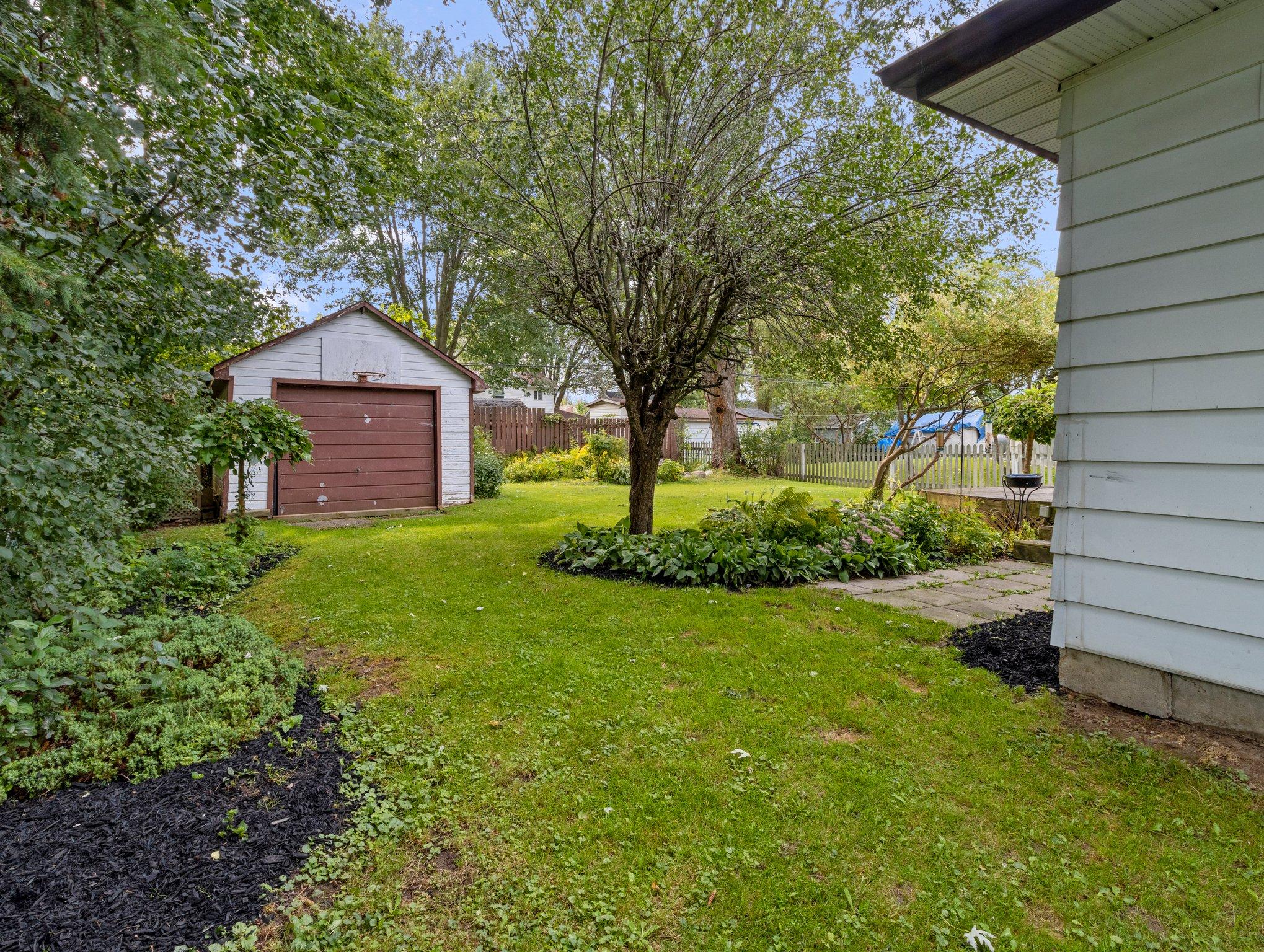 307 Parkwood Ave, Keswick, ON L4P 2X4, Canada Photo 18