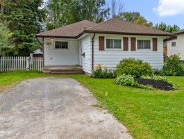 307 Parkwood Ave, Keswick, ON L4P 2X4, Canada Photo 3