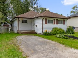 307 Parkwood Ave, Keswick, ON L4P 2X4, Canada Photo 0
