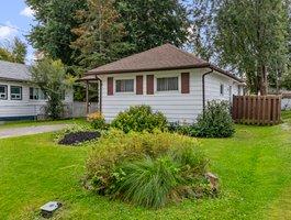 307 Parkwood Ave, Keswick, ON L4P 2X4, Canada Photo 1