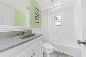 35 Winthrop St, Quincy, MA 02169, USA Photo 12
