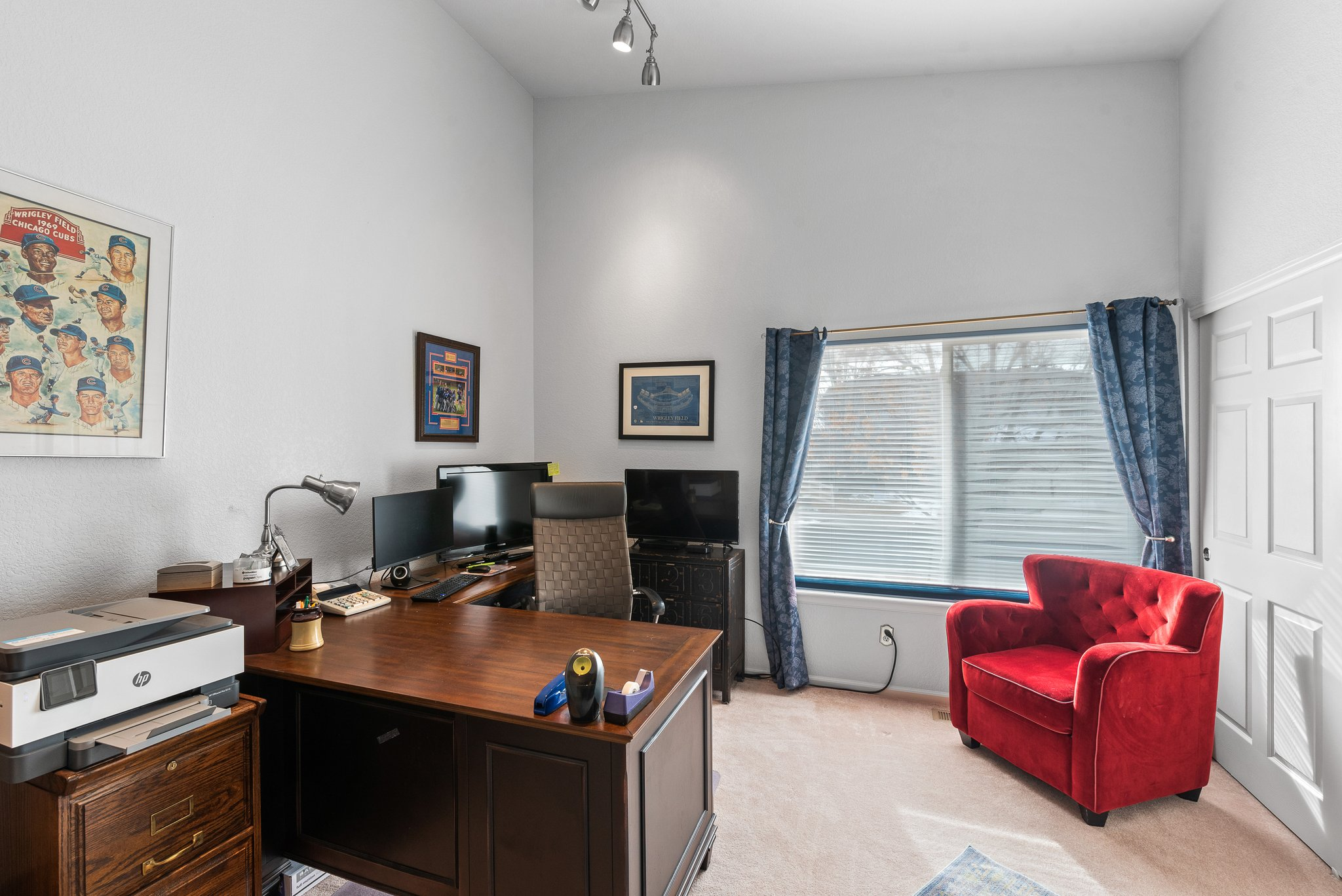 Ample Main level office