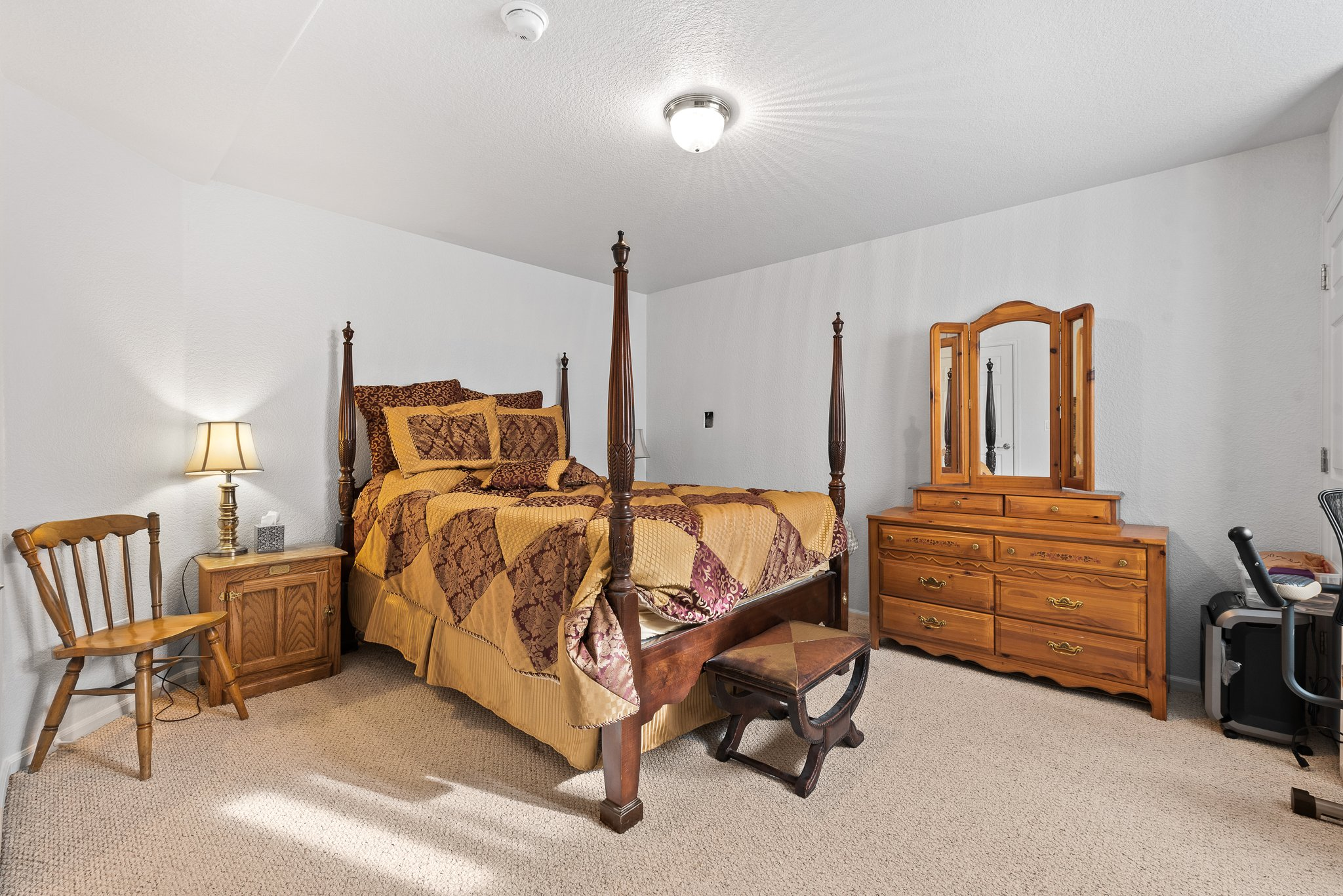 Bedroom 4 with huge walk-in closet