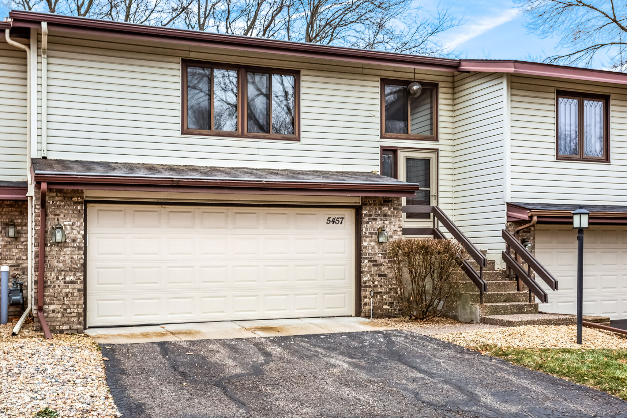 5457 Hyland Courts Dr, Minneapolis, MN 55437, US