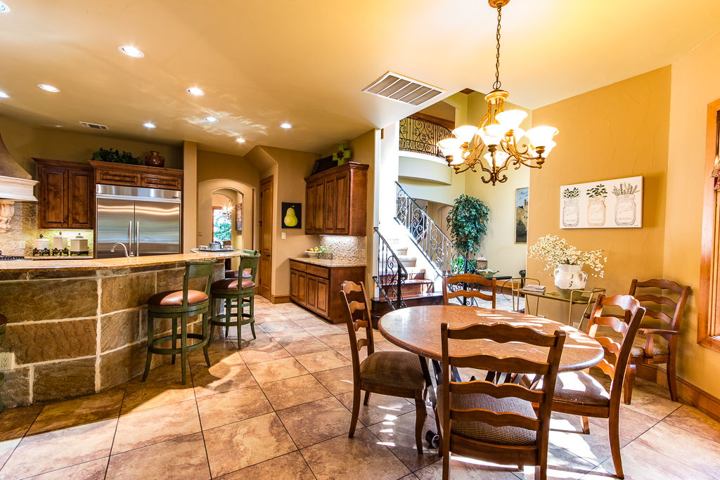 Family Dining/Kitchen