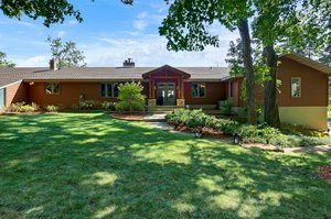 8 Poplar Ln, North Oaks, MN 55127, USA Photo 5