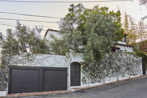 8328 Marmont Ln, Los Angeles, CA 90069, US Photo 2
