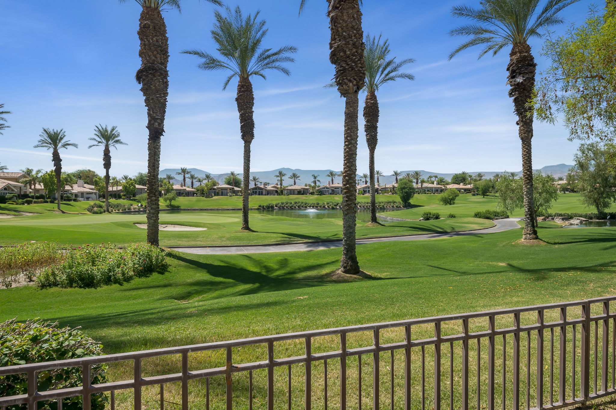 887 Red Arrow Trail, Palm Desert, CA 92211, US Photo 27