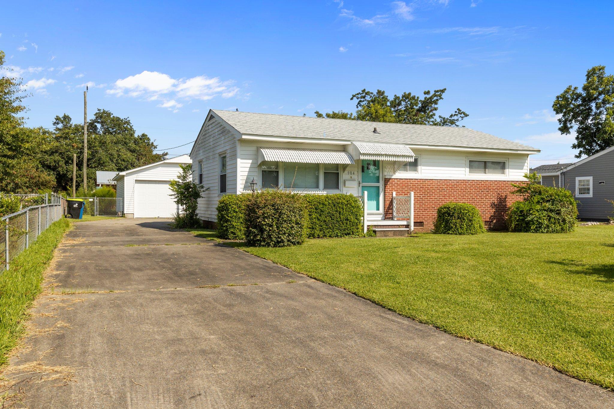 904 N Yaupon Terrace, Morehead City, NC 28557, USA Photo 3