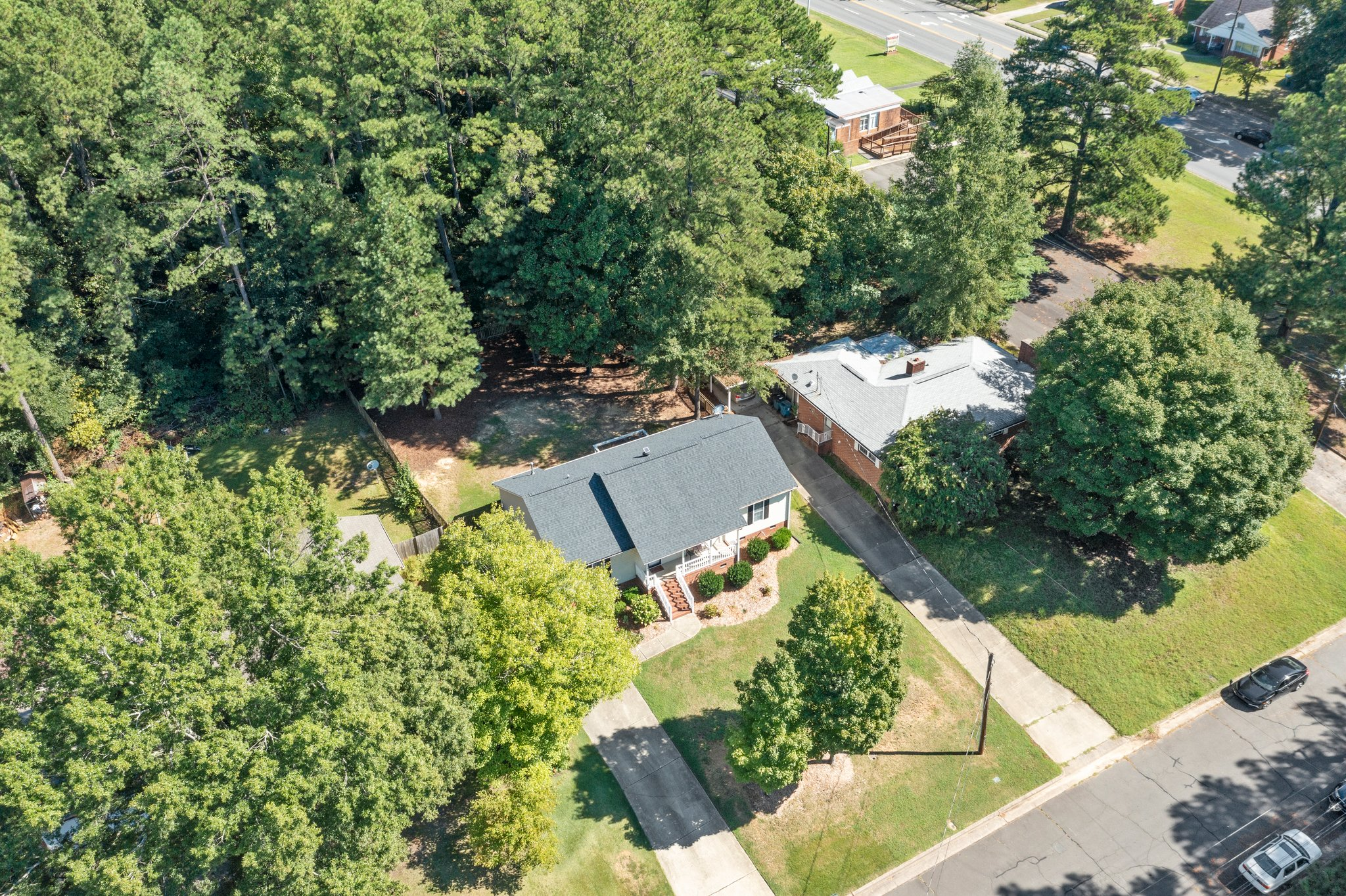 908 E Hudson Ave, Durham, NC 27704, USA Photo 8